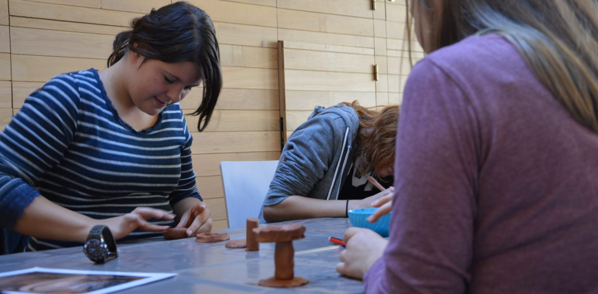 ateliers collèges -modelage